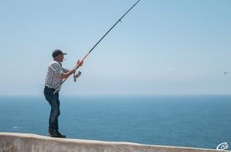 Pêcheur sur la falaise
